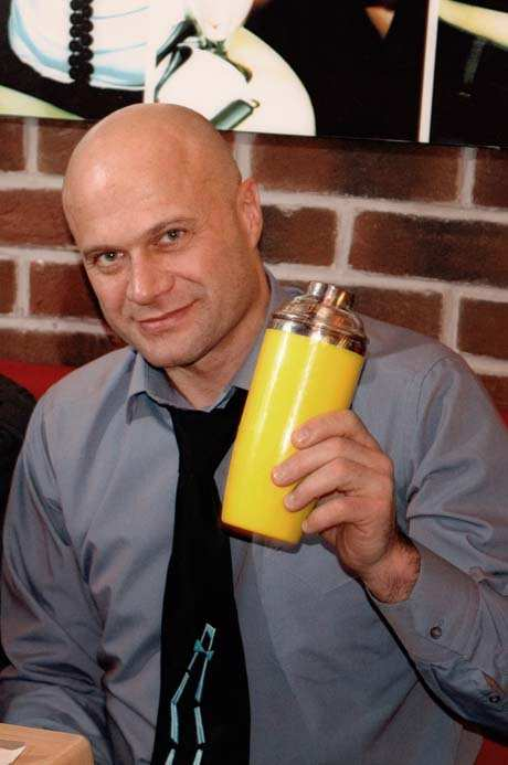 Бармен—флейрингист Сергей Грибков, создатель BAR—SHOW