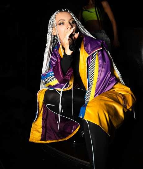 Экс-солистка группы «ВИА Гра» поздравила с выходом клипа певицу KAZNA