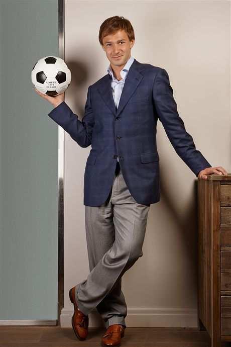 Дмитрий Сычев — футболист, ресторатор, хоккеист и серфер