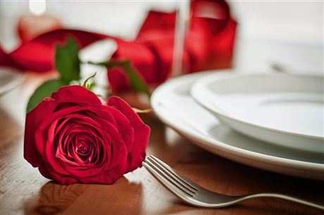 Соблазни ее романтическим ужином
